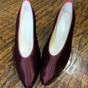 NWOT custom made burgundy Pump